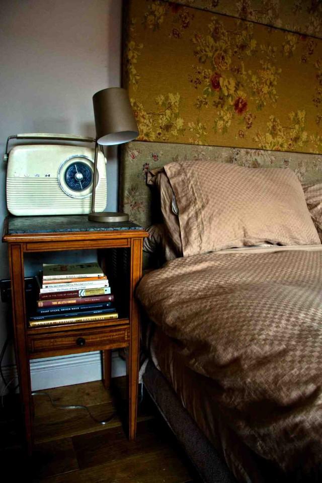 Bed,Radio